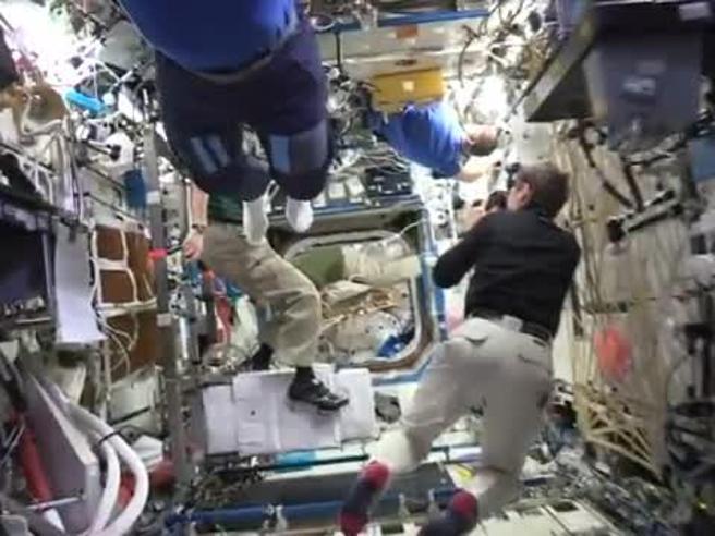 Mannequin Challenge spaziale a bordo della stazione per la missione Proxima