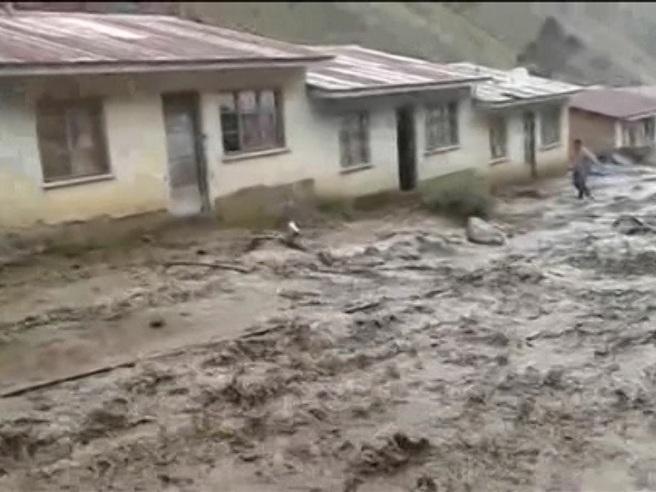 Alluvione in Bolivia distrugge tutto, centinaia gli evacuati Il video