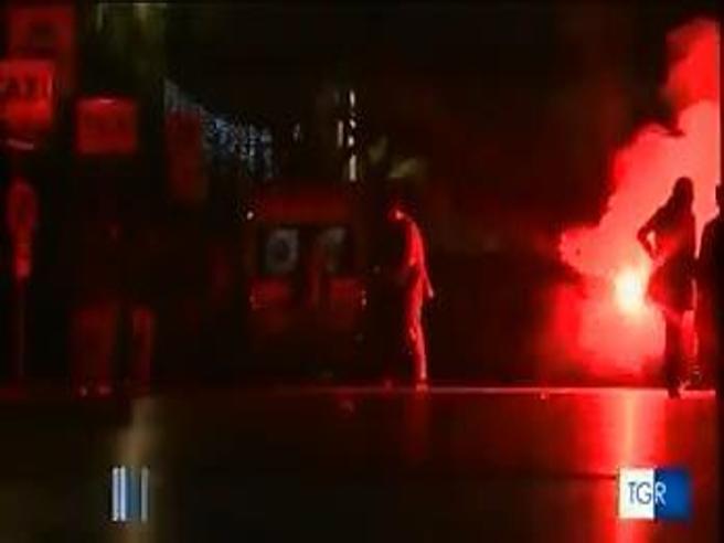 Palermo, follia  al concerto di Capodanno: uomo  spara in aria   indisturbato  Video