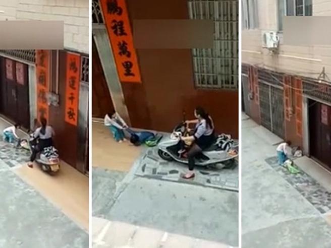 Cina, passa sopra alle gambe del nipotino in moto perché non vuole tornare a casa