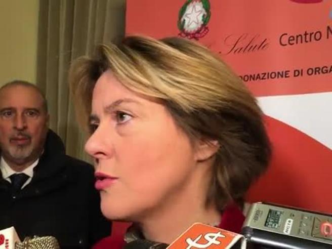 Nola, la ministra Lorenzin: «Medici e infermieri eroi quotidiani» Video