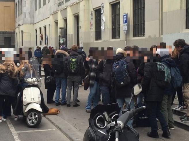 Gelo in classe anche a Milano, si ferma il liceo Parini Video