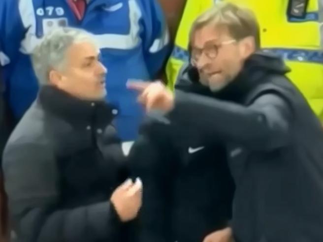 Lite furiosa Mourinho-Klopp, ad un soffio dallo scontro fisico