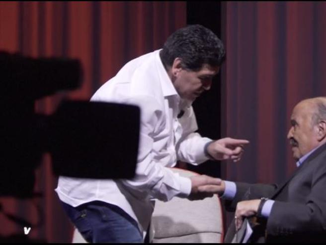 «Io non sono un traditore», Diego Armando Maradona ospite di Maurizio Costanzo