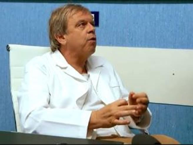 Napoli, il medico assenteista: «Meglio lavorare tre ore bene che 8 ore male» Il video