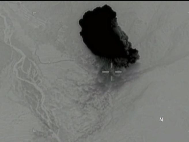 Ore 7.32, il momento della tremenda esplosione della bomba Moab lanciata dagli Usa in Afghanistan