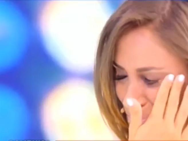Malena in lacrime in tv: «Rinnegata da mio padre per il porno»