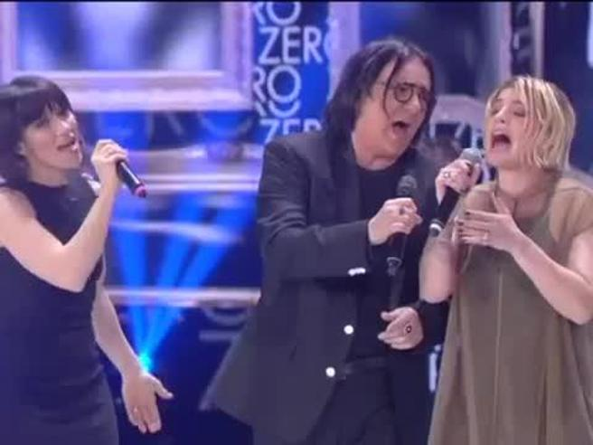 Elisa, Emma e Renato Zero insieme ad Amici: «Più su» da brividi
