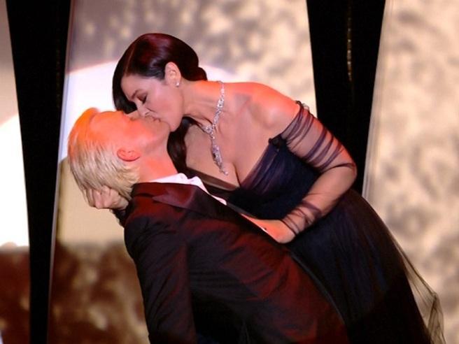 Il tango di Monica Bellucci apre il Festival di Cannes