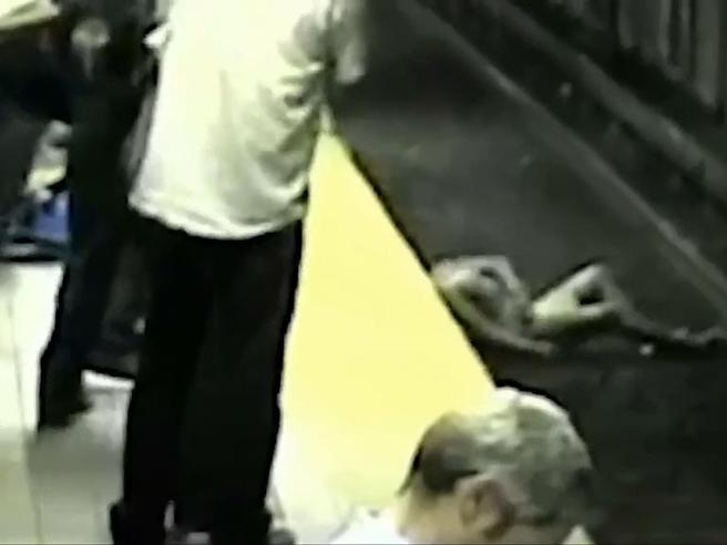 Boston: ragazza si sente male e cade sui binari della metro. Salvata appena in tempo