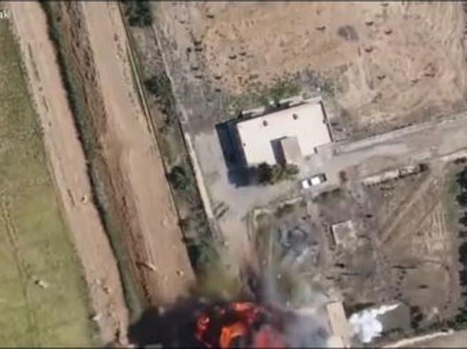 Auto kamikaze salta per aria: la scena ripresa dal drone Video