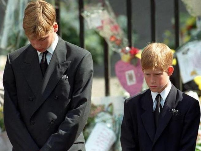 Harry: «Io costretto  a camminare dietro la bara di mia madre, oggi non lo permetterebbero»