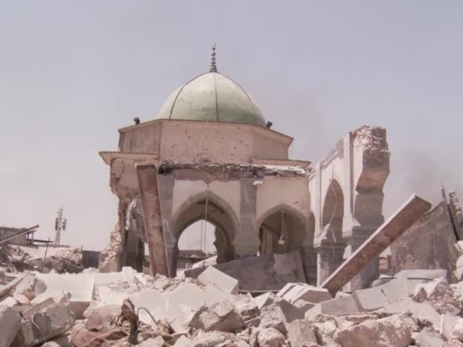 Iraq, dentro alla moschea di Al Nuri, strappata all'Isis