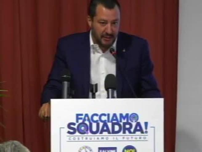 Salvini: «Renzi e il latino? Poteva chiedere alla  moglie» Video