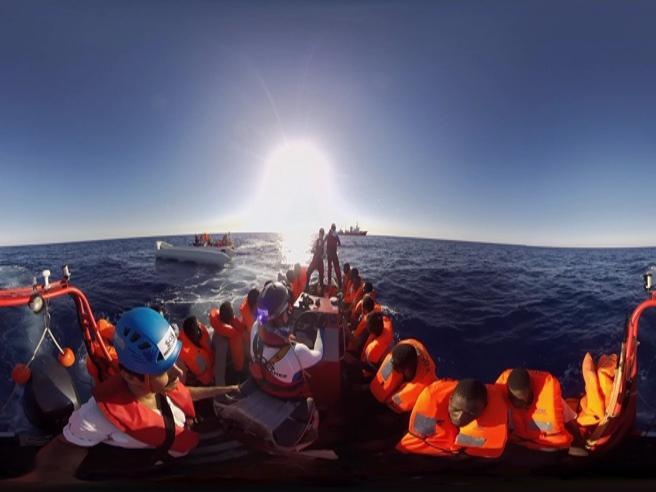 Migranti, sei giorni a bordo di  Aquarius video a 360°Così si salvano 860 vite
