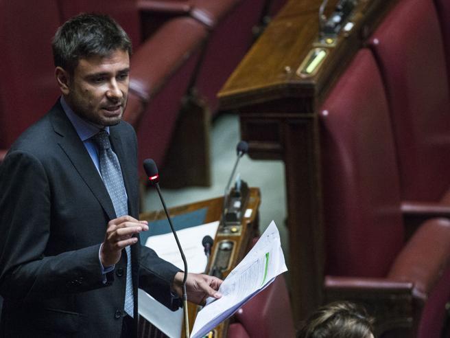 Libia, gaffe Di Battista in Aula: «Il premio Nobel Hollande...»