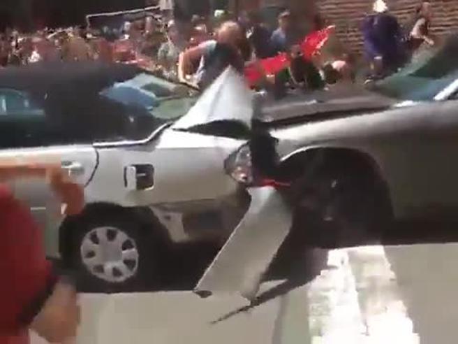 Usa, auto sulla folla al corteo dei suprematisti bianchi in Virginia