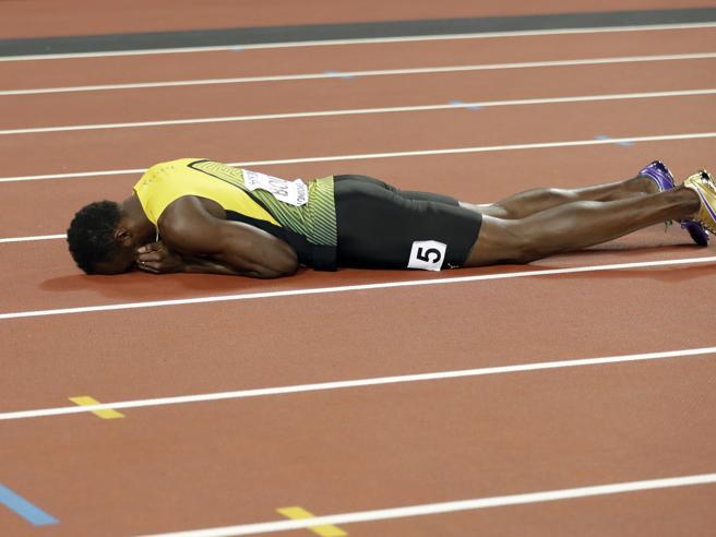 Bolt, il finale è drammatico  Si infortuna nell'ultima gara della sua carriera Il video Il dolore, lo stop: sequenza