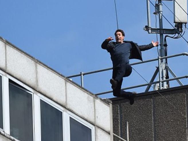 Il salto di Tom Cruise finisce male