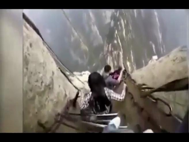 Due passi nel vuoto, la passeggiata più pericolosa del mondo