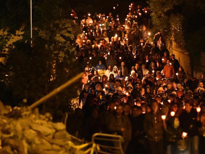 Terremoto di  Amatrice un anno dopo: veglia e fiaccolata per le vittime