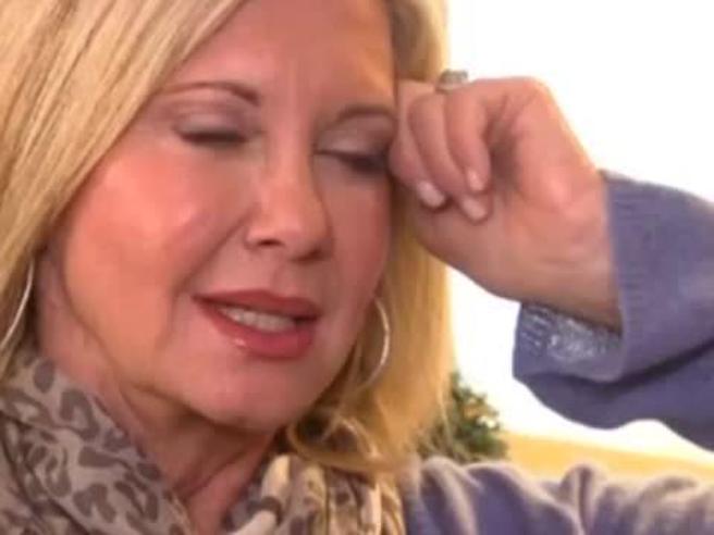 Olivia Newton John semiparalizzata dal tumore al seno