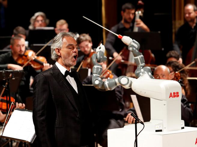 Pisa, Andrea Bocelli per la prima volta da un robot