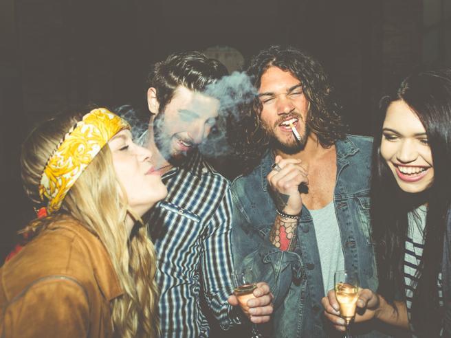 Il fumo passivo fa male anche all'aperto