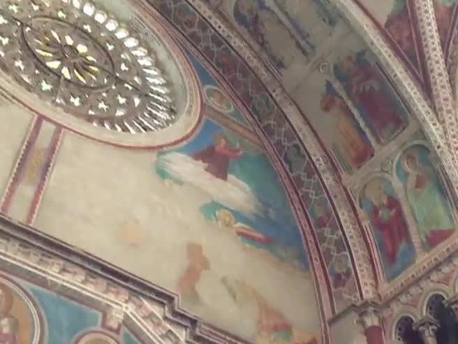 Assisi, il caveau segreto e gli80 mila frammenti di Giotto e Cimabue: chi li restaurerà? Video