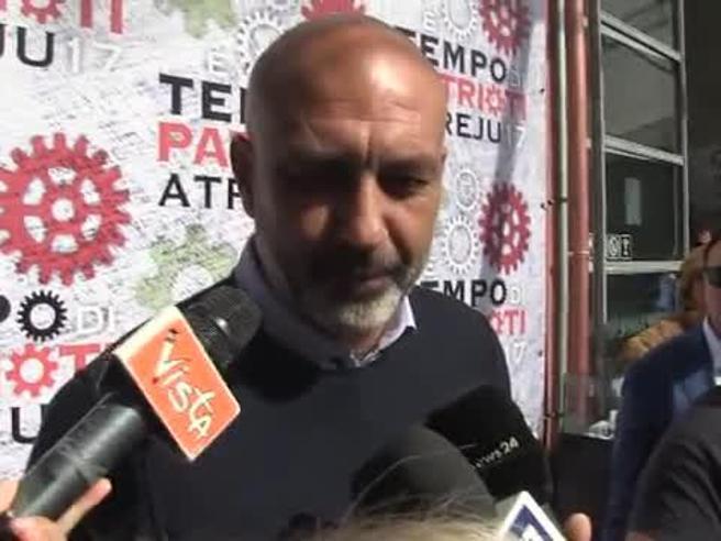 Terremoto, il sindaco Pirozzi: neanche un euro dagli sms solidali, è uno  scandalo