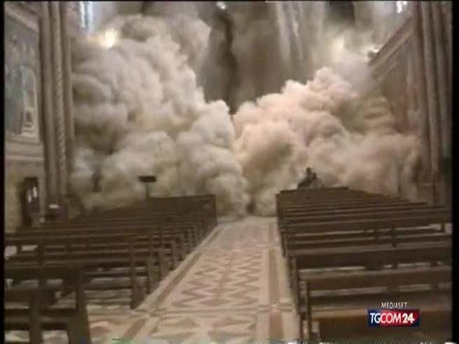 Assisi, 20 anni fa il crollo della Basilica: «Le volte  cadevano, io  chiesi l'assoluzione» Video