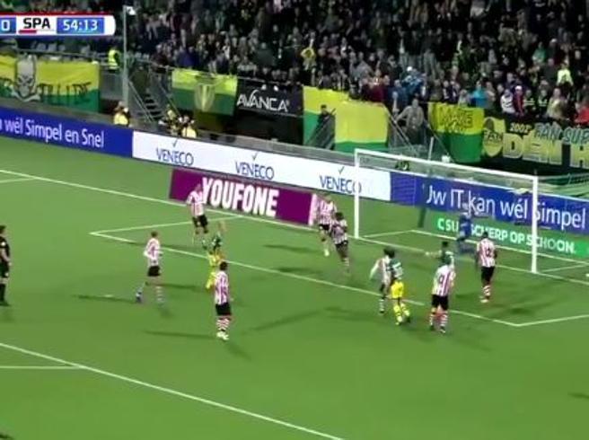 Calcio, 4 parate pazzesche in 5 secondi:il portiere è insuperabile