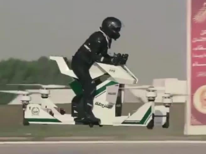 A Dubai arriva la polizia sulle moto volanti