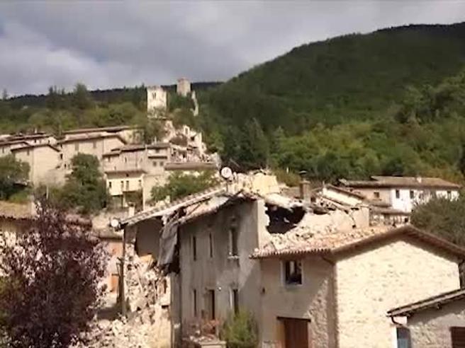 Il paese  distrutto dal terremoto   dove sono rimasti solo i gatti