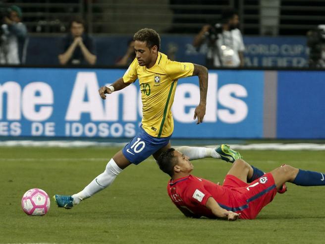 Magia Neymar, stop pazzesco e assist perfetto