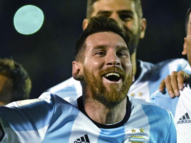 Messi,  alla tripletta  il cronista impazzisce: «Vamos a Russia»