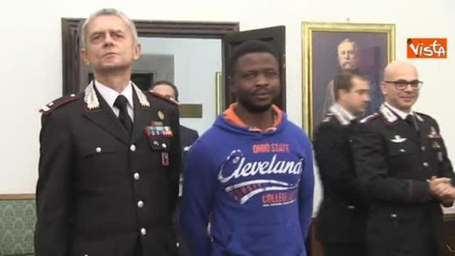 Roma, Carabinieri consegnano permesso di soggiorno a John Ogah che ...