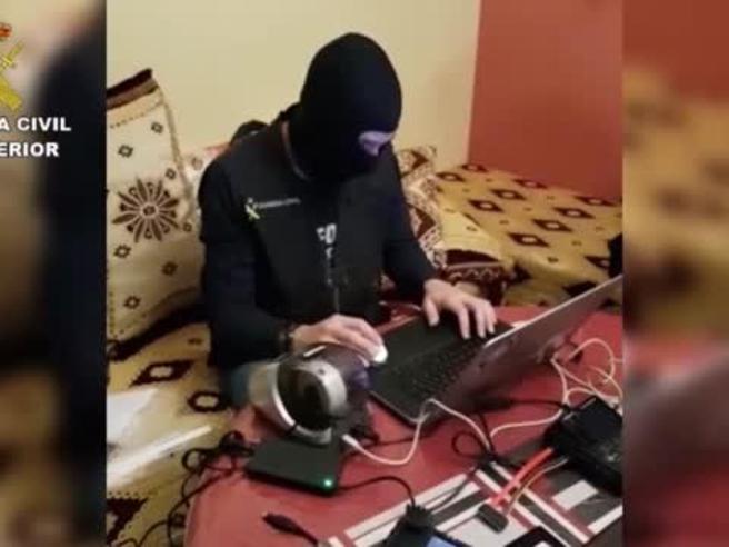 Girona, arrestata aspirante jihadista di 21 anni Il video