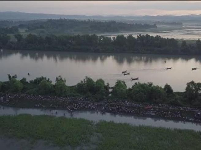 Il drone riprende la fuga dei Rohingya dal Myanmar verso il Bangladesh: il video dell'Unhcr