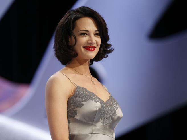 «Carta Bianca», Asia Argento e le violenze subite da Weinstein: «Era impossibile dire di no»