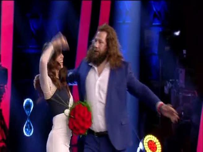 «Tu si que vales», Belen balla e il vestito si strappa