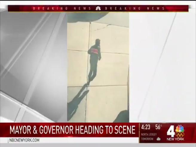 Manhattan, il presunto attentatore  filmato mentre fugge, armi in mano Video