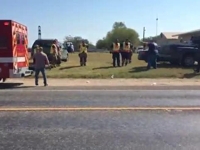 Texas, strage in chiesa: killer aveva litigato con la suocera 12 bambini tra le vittime VideoDevin, il killer con la Bibbia