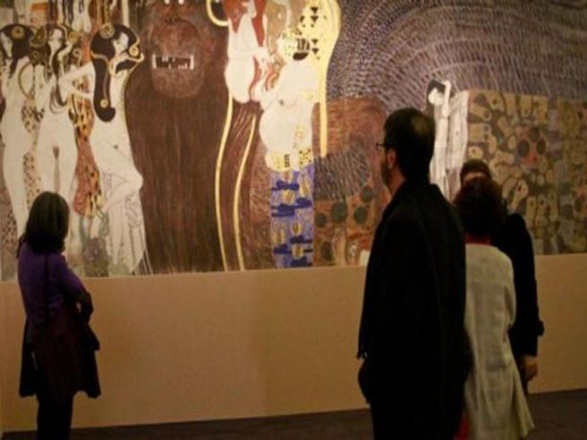 Centri sociali occupano la mostra di Klimt La diretta