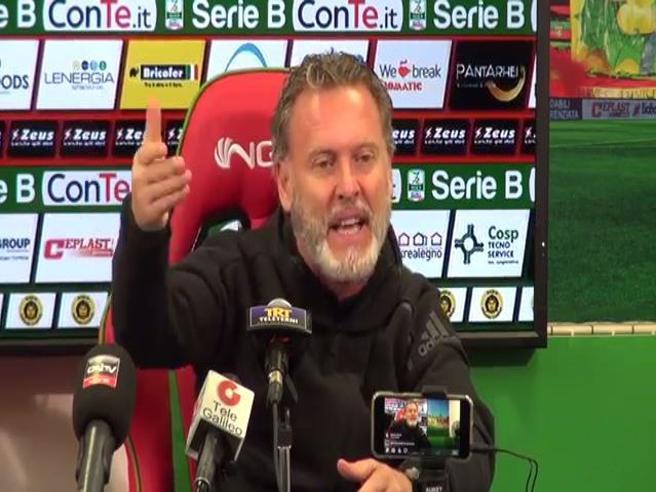 «Ci menano e piagnemo», l'allenatore della Ternana Sandro Pochesci spara a zero sulla Nazionale, il video cult. Ma ora rischia il deferimento