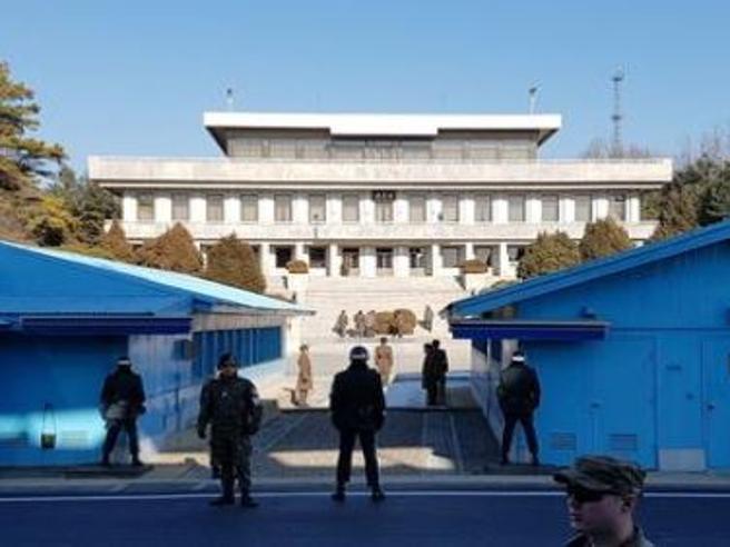 Corea del Nord, soldato fugge nella Zona Demilitarizzata: feritoLe portaerei Usa nel Pacifico: foto