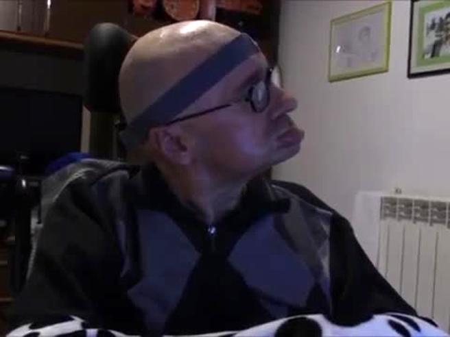 La legge non arriva, allora Severino Mingroni, disabile grave, firma un biotestamento col capo
