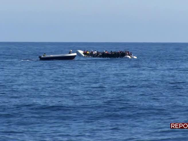 Ong, trafficanti e libici: il video documenta accordi sui migranti