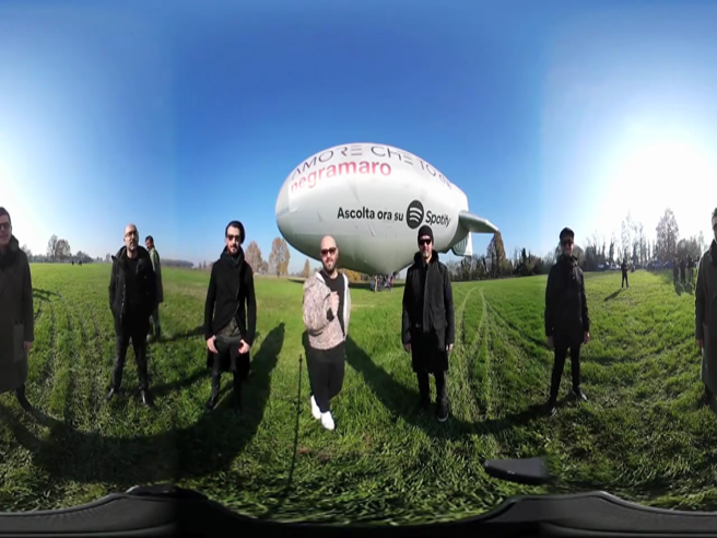 I Negramaro in volo su Milano a bordo di un dirigibile: le immagini a 360 gradi