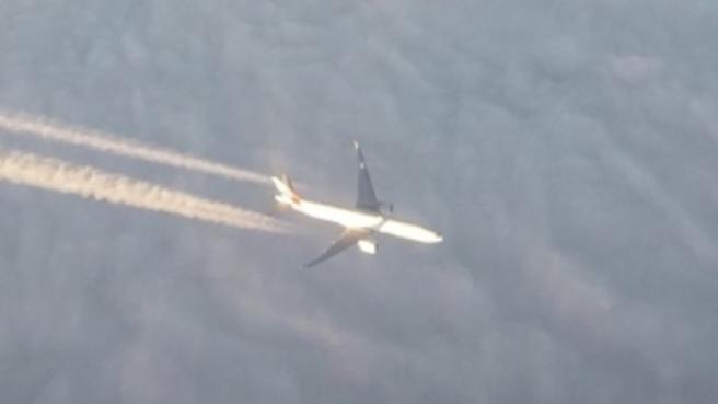 Due aerei di linea si «sfiorano» nei cieli italiani:, dall'oblò il passeggero osserva perplesso